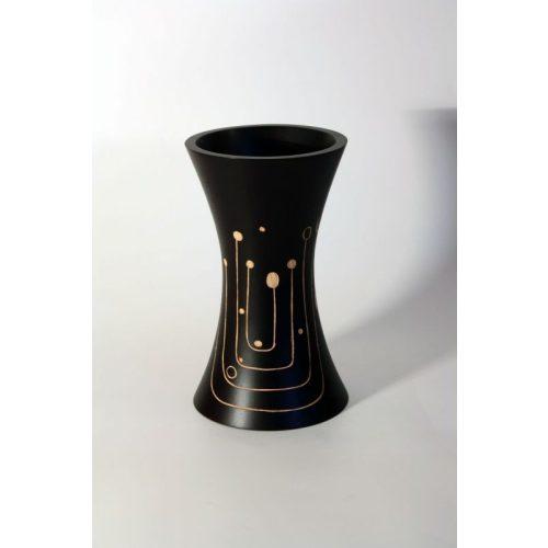 Vésett váza, homorú, fekete