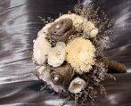 Fehér-natúr menyasszonyi csokor sóvirágokkal
